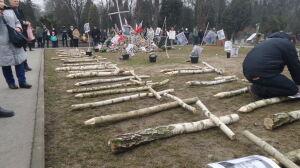 36 brzozowych krzyży dla Żołnierzy Wyklętych. Tyle ciał zidentyfikowano