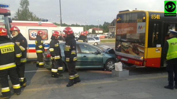 Wypadek na Puławskiej. Peugeot uderzył w autobus  pablock / Kontakt24