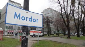 Służewiec oficjalnie Mordorem? Chcą zmiany nazwy i orków z miedzi