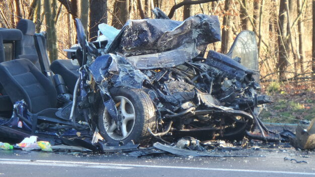 Wypadek na Wóycickiego. Zginęła pasażerka, kierowcy w szpitalu