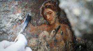 Leda z łabędziem. Erotyczny fresk odkryto w Pompejach (fot. CESARE ABBATE/PAP/EPA)