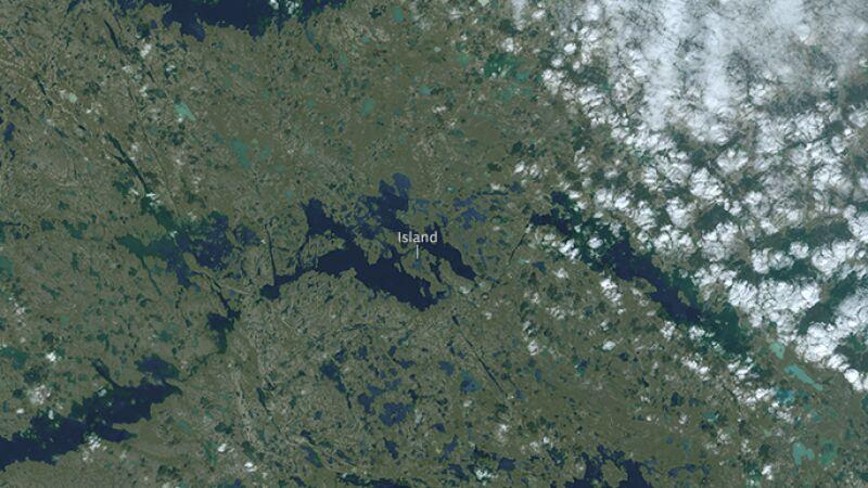 Wyspa na wyspie, umieszczona jeszcze na kolejnej wyspie (NASA/Josh Stevens)