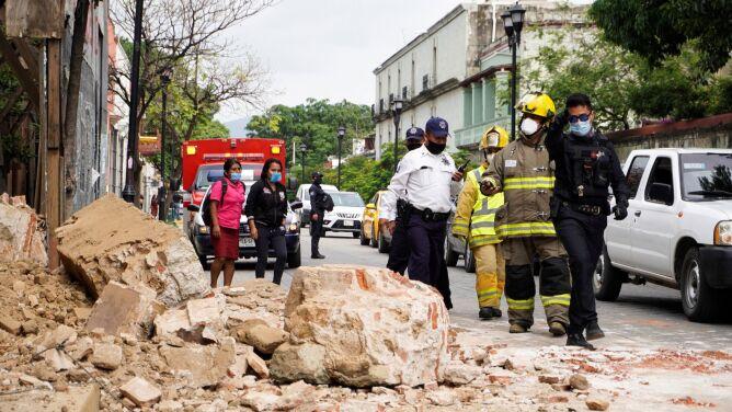 """""""Dwie minuty tortur"""". Rośnie bilans ofiar śmiertelnych trzęsienia ziemi w Meksyku"""
