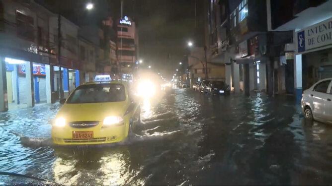 Klęska żywiołowa w Ekwadorze. Deszcz zalał miejskie ulice